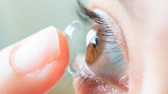 consejos para usar lentillas en verano